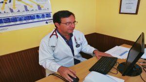 Dr cabrera en consulta 300x169 - La consulta